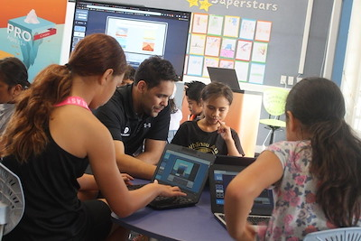 Damon Khan (Te Arawa), former Cadet, with rangatahi at a Code Avengers Bootcamp. Photo courtesy of Code Avengers.